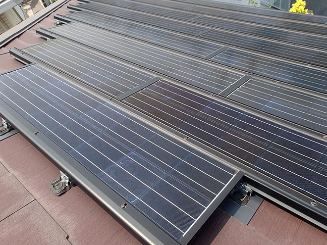ソーラーパネルの載った屋根
