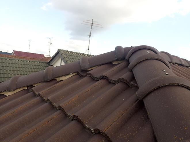 屋根材は乾式コンクリート瓦です
