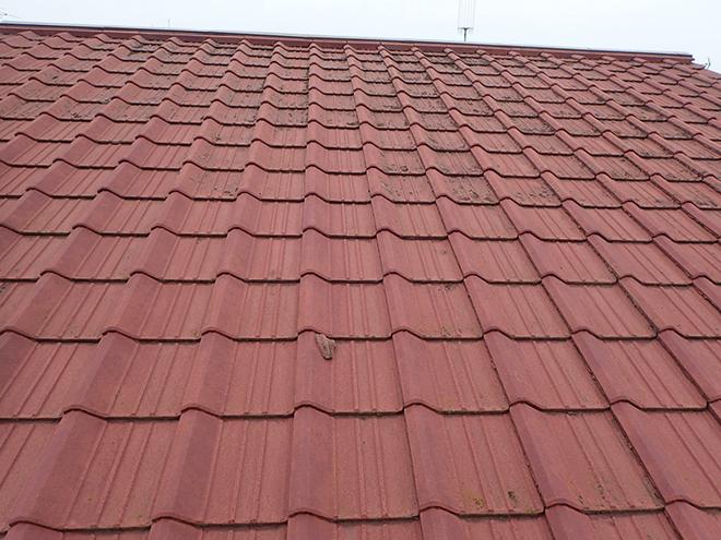 屋根はセメント瓦です