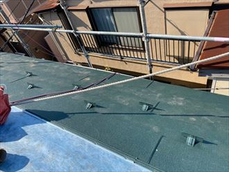屋根カバー残り半分です
