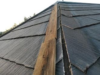寄棟屋根 隅棟の棟板金が壊れている