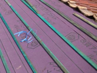 防腐材が塗られた桟木