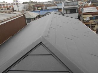 金属屋根材の寄棟屋根