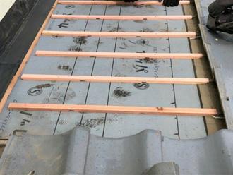 水抜き加工付瓦桟木工法