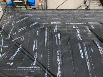 屋根カバー工法に粘着層ルーフィングは最適