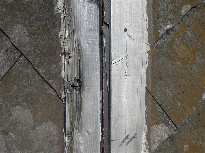 下地が劣化していて飛ばされた棟板金