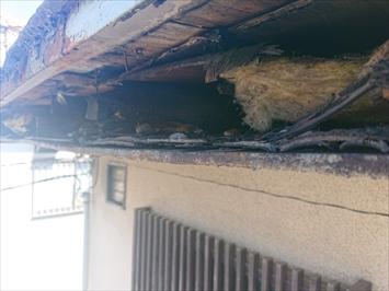 軒先に雨水が回り下地が腐食していました