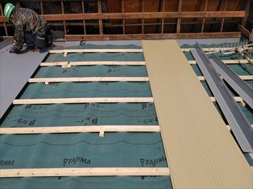 屋根材の敷設