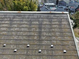 スレート屋根の棟板金に不具合を発見
