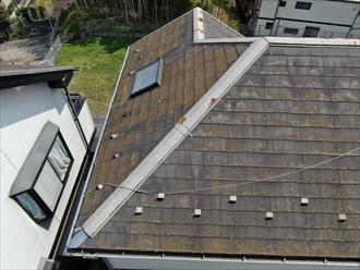 ドローンを使用した屋根の傷み具合をチェックします