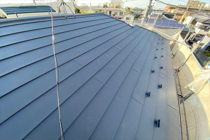 天窓を撤去し屋根を葺き替え