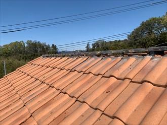洋瓦を使用した屋根の棟を取り直します
