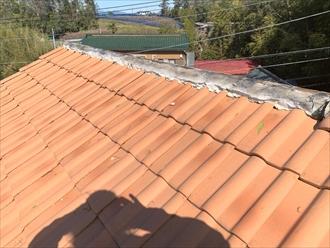 洋瓦を使用した屋根の棟をメンテナンス