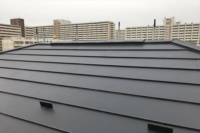 屋根カバーで換気棟を取り付けました