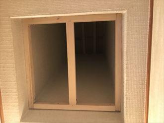 内側に下地の木材を設置