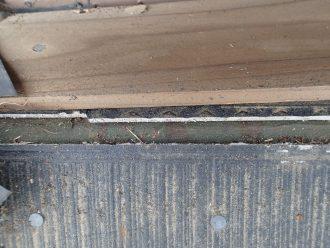棟板金が剥がれた跡