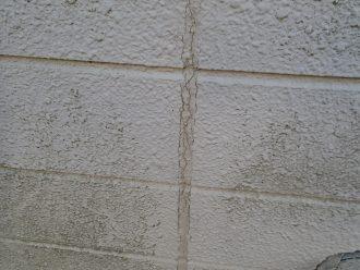外壁に汚れとコーキングに劣化