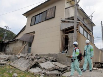地震で崩れたブロック塀