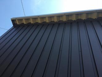 金属屋根は摩擦が少ない