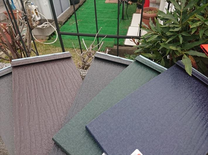 東大和市新堀で台風と雹の被害を受けたスレート屋根にカバー工事をおこなっています