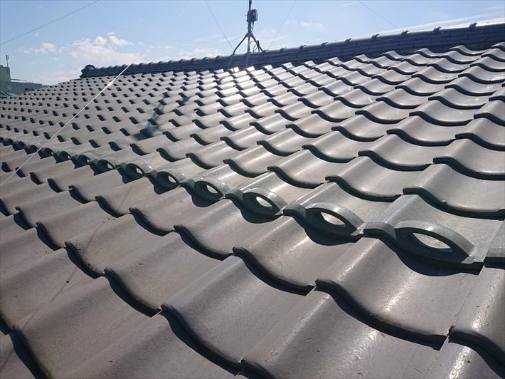 強風の被害を受けた瓦葺き屋根