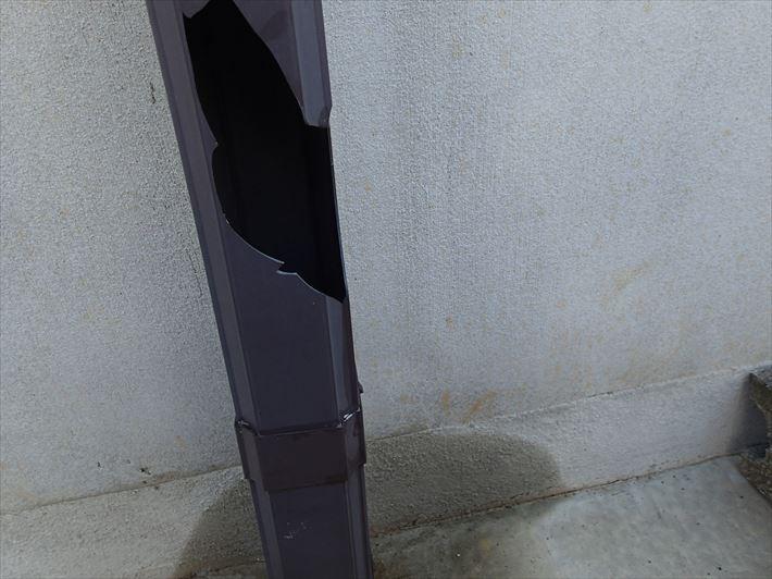 破損した竪樋