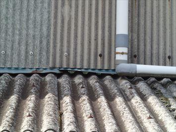 奥が見える大波スレート屋根