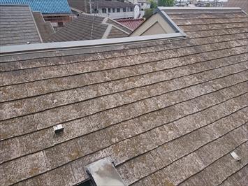 スレート葺き屋根は大分劣化しています