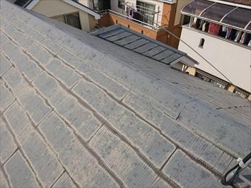 塗装工事をおこなった形跡があるスレート葺き屋根