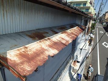 サビた庇屋根