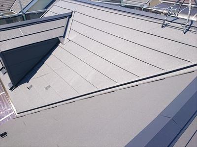 スーパーガルテクトでの屋根カバー工事が完成