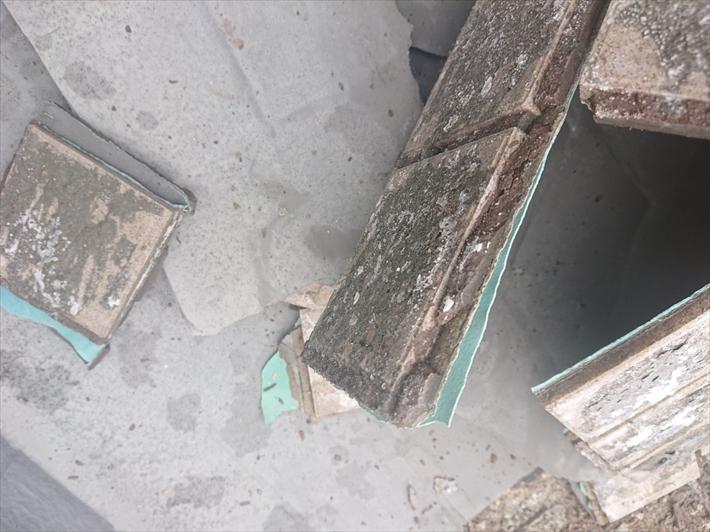 タイルの上にウレタン防水が施工してありました