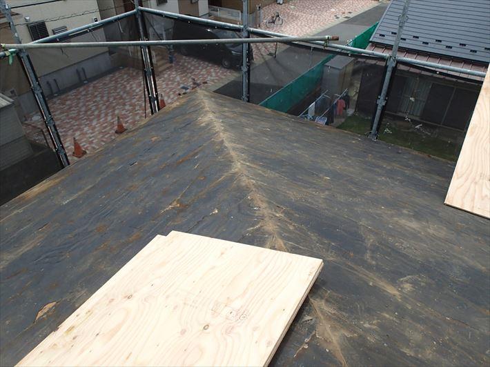 防水紙が残った屋根
