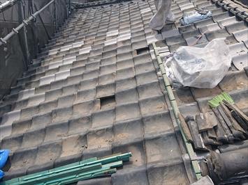 葺き直し工事で下地を直します