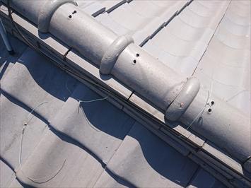 棟瓦を固定する銅線が切れていました
