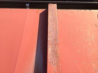 板金屋根の表面が錆びると塗装しても剥がれるのが早い