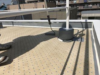 屋上の防水面にシートの設置