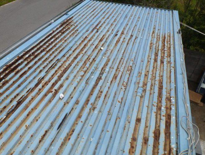 物置小屋の屋根