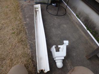 落ちた横樋と集水器