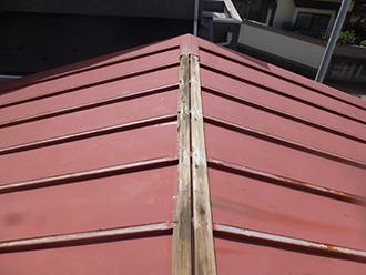 瓦棒屋根の状態を確認
