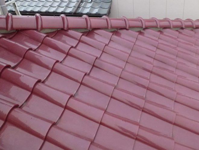 赤いS型瓦の屋根