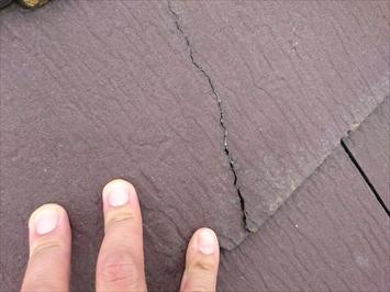 ひび割れが酷い屋根材