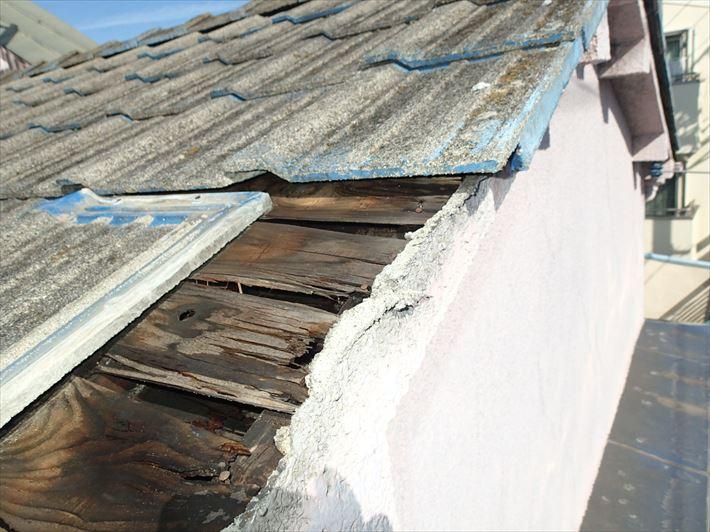 ケラバ瓦が飛んだセメント屋根
