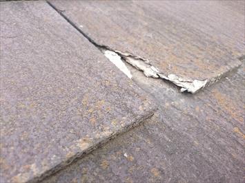ヒビ割れが酷いスレート屋根