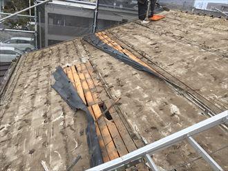 調布市多摩川で雨漏りが止まらない瓦屋根を、ガルバリウム鋼板へ葺き替えます