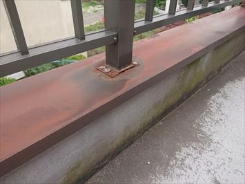 手すりの柱脚も雨漏りの原因になりやすい箇所