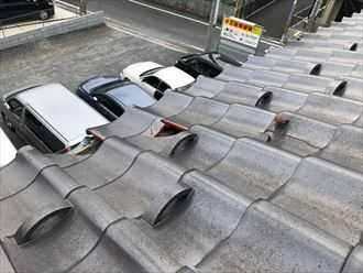 瓦が欠けた屋根
