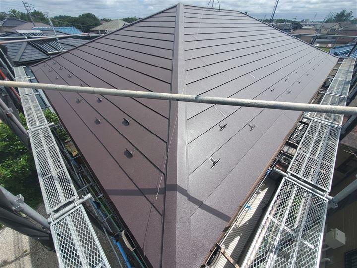 アイジー工業のスーパーガルテクトを使用した屋根カバー工事完了