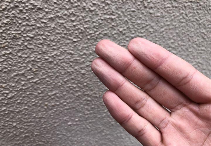 練馬区高野台で傷んだブロック塀の塗装を調査しました