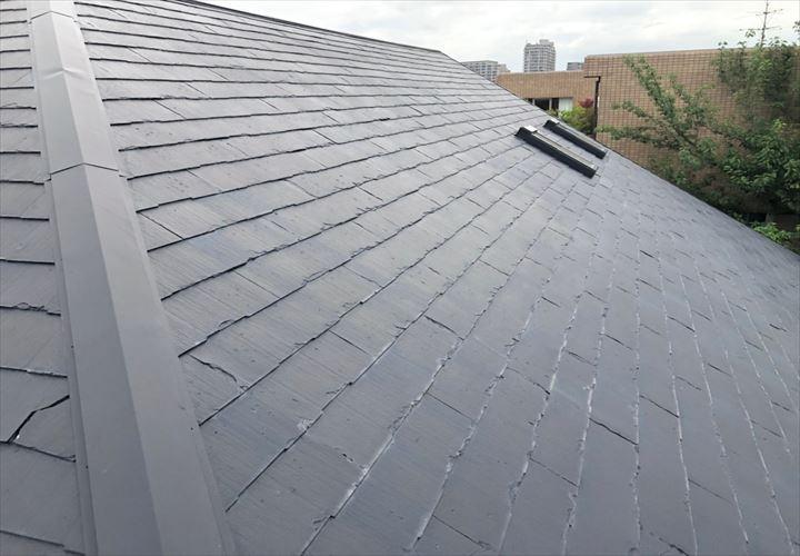 目黒区柿の木坂で調査した屋根は、生産中止となっているパミール屋根でした